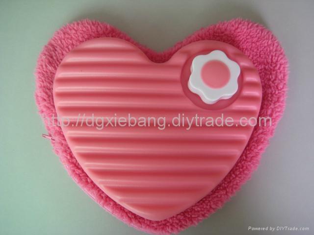 600ml blow molding plastic HDPE heart-shaped love hot water bottles 1