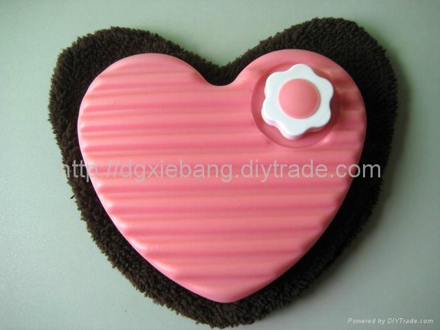 600ml blow molding plastic HDPE heart-shaped love hot water bottles 4