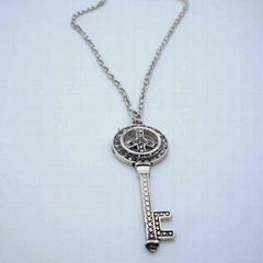 Fahion key shape necklace