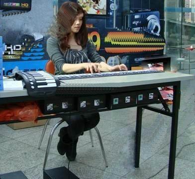 批发硅胶玩具型61键手卷钢琴 1