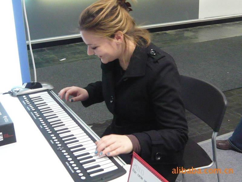 时尚婴幼儿手卷钢琴教具 1