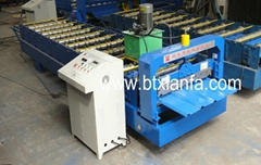 Trapezoidal profile roof panel roll forming machine