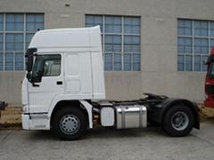 SINOTRUK HOWO 6x6 Tractor Truck
