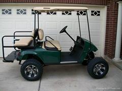 四座高尔夫球车
