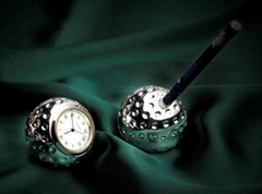 SILVER-PLATED GOLF BALL PEN STAND & CLOCK