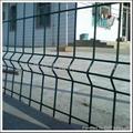多种规格波浪形护栏网 2