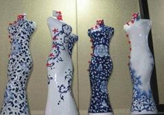 旗袍青花瓷塑像