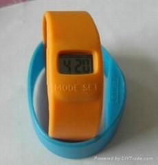 帶有手錶的流行的硅膠手環