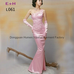 淺粉色釘珠無肩婚宴禮服