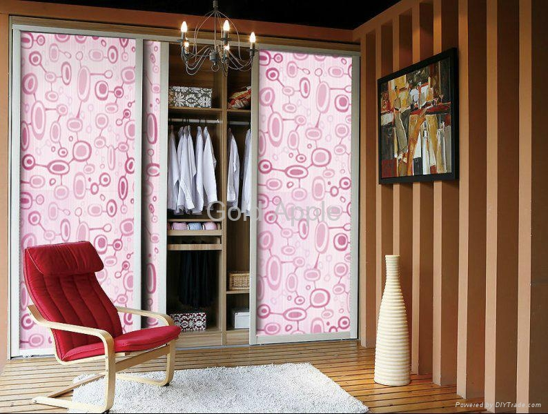 Sliding door for the wardrobe