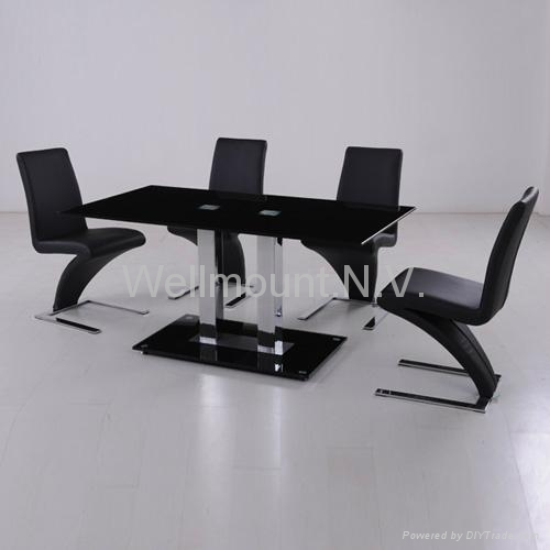 Stunning 6 Chair Dining Table with Glass 500 x 500 · 52 kB · jpeg