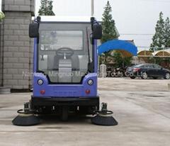 MN-E800LC新型全封闭式电动扫地车