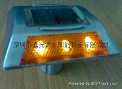 太阳能道钉