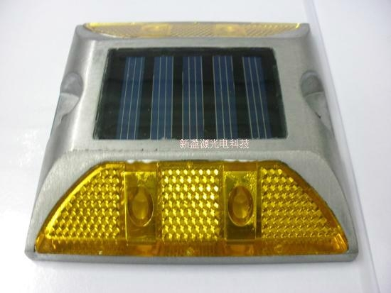 太陽能LED交通爆閃警示信號燈 2