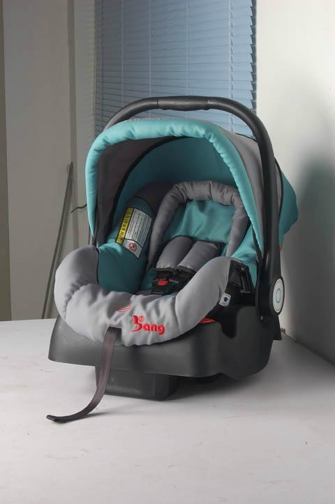 baby car seat with base,which can be very convenient . 5