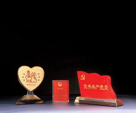 深圳宝安水晶透明奖牌 1