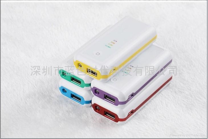 手机充电器 4400mAH 3