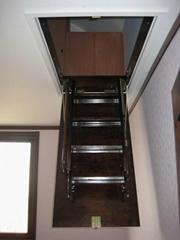 木質伸縮樓梯