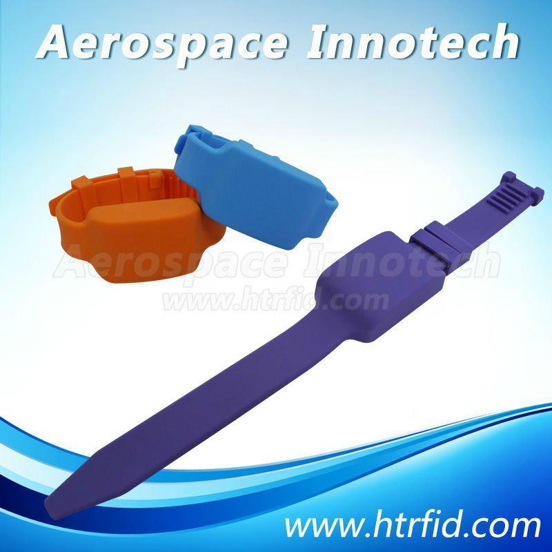 SAAT-T531  Active Wristband RFID Tag 1
