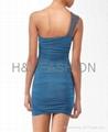單肩釘珠縮褶緊身連衣裙 3