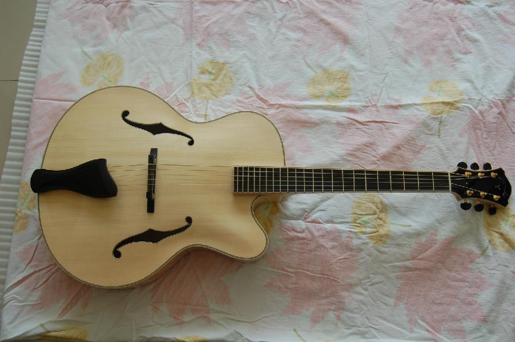 Wholesale fully handmade jazz electric guitar with solid wood. 1