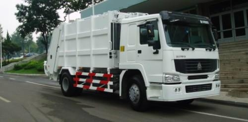 HOWO compactor garbage truck 4