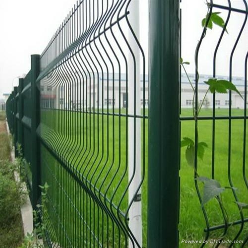welded mesh fence 1
