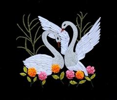 天鵝湖絲帶繡