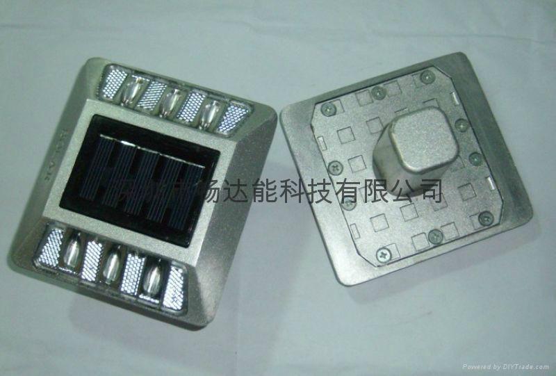 太陽能鑄鋁反光面道釘燈 2