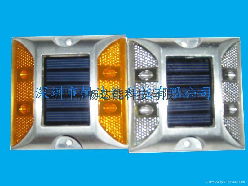 太陽能鑄鋁反光面道釘燈 3