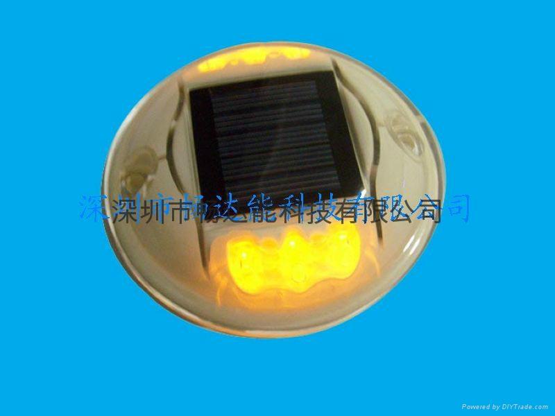 太陽能發光道釘燈 1