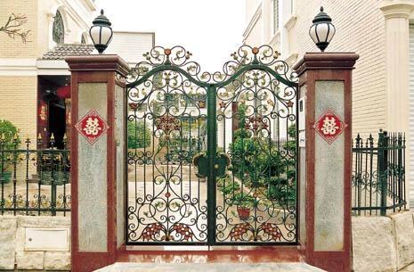 Beautiful House Iron Gate 1