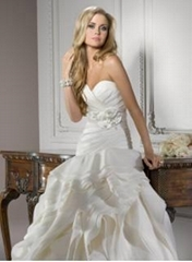 2012 NEW Elegant Sexy Sweetheart Organza Applique Beadings Chapel Wedding Dress