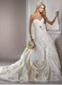 2012 NEW Elegant Sexy Sweetheart Organza Applique Beadings Chapel Wedding Dress 2