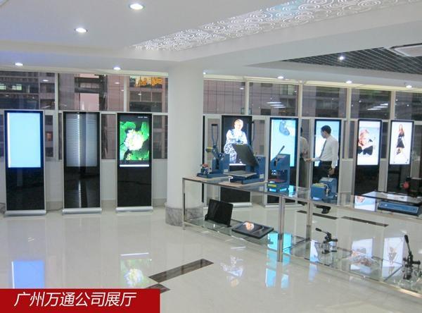 全玻璃立式廣告機 5