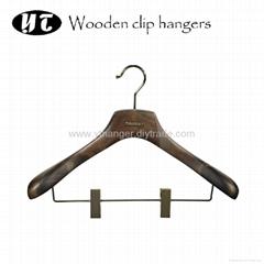 HW-05 colored menswear broad shoulder wooden clips hangers