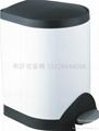 不锈钢脚踏式垃圾桶 1