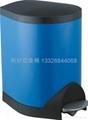 不锈钢脚踏式垃圾桶 4
