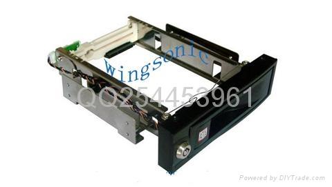 3.5英吋內置硬盤盒 1