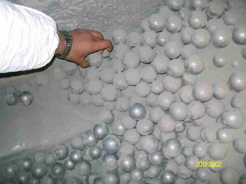 Grinding media ball of low abrasion 1