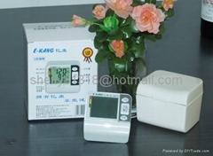 OEM electronic wrist sphygmomanometer