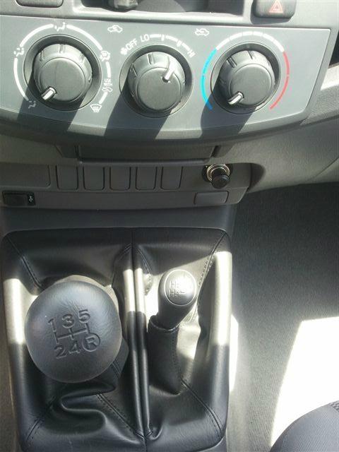 toyota hilux 2 5l diesel manual transmission double cab 4x4 new hilux pickup united arab. Black Bedroom Furniture Sets. Home Design Ideas