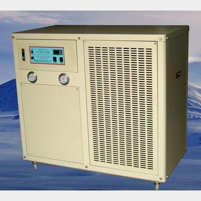 水冷箱型冷水機組 1