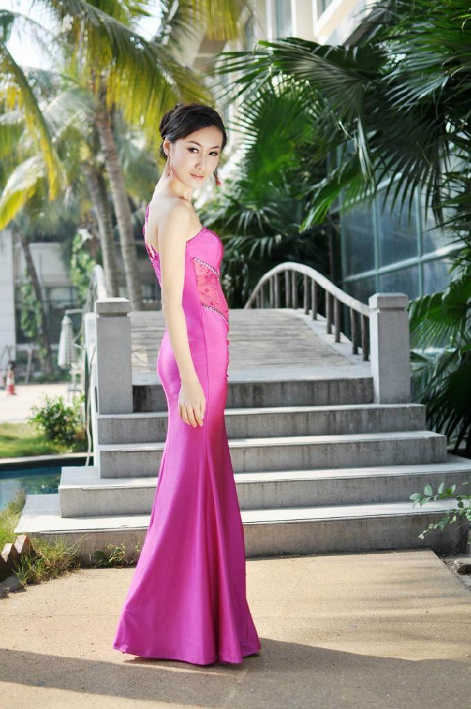 粉色时尚单肩礼服 2