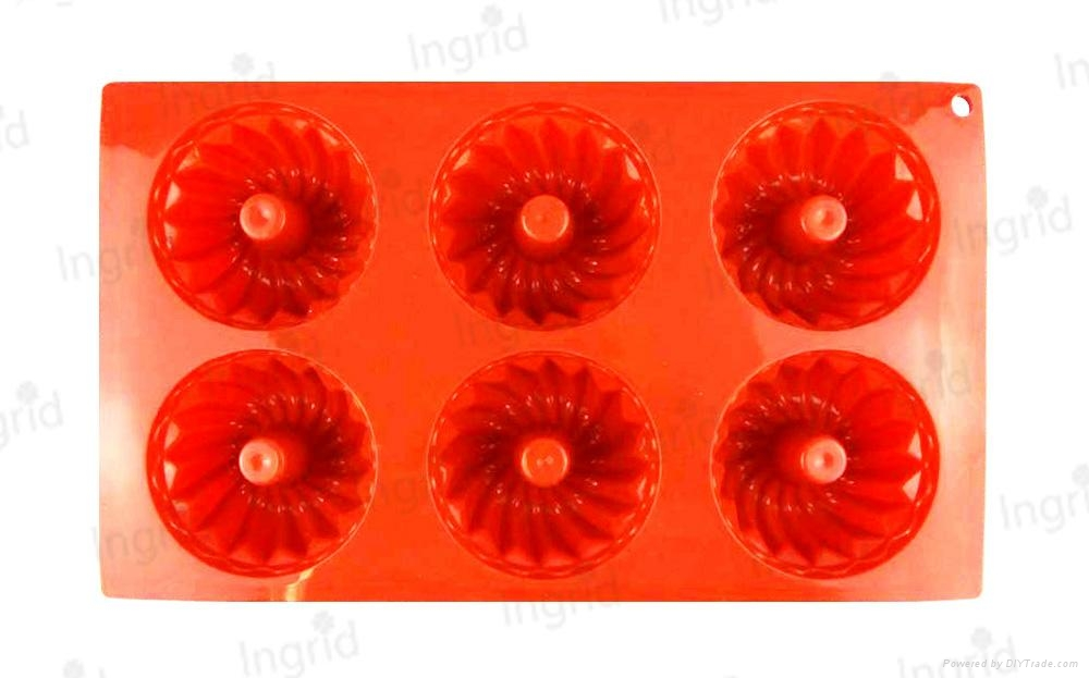 6-Cup Silicone Small Bundt 1