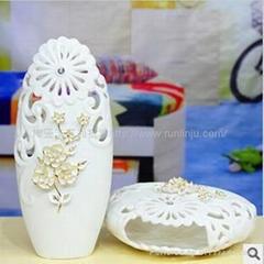 手工貼花白瓷鏤空花瓶