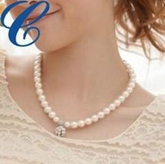 2013 new trendy unique pearl necklace