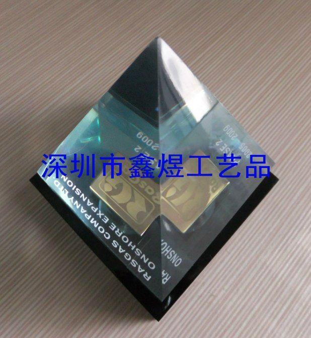 水晶胶金字塔 1