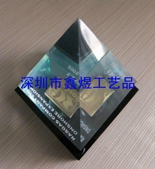 水晶胶金字塔