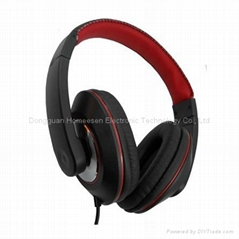Wired Headphones with adjustable head band and big earcups for comfortable weari